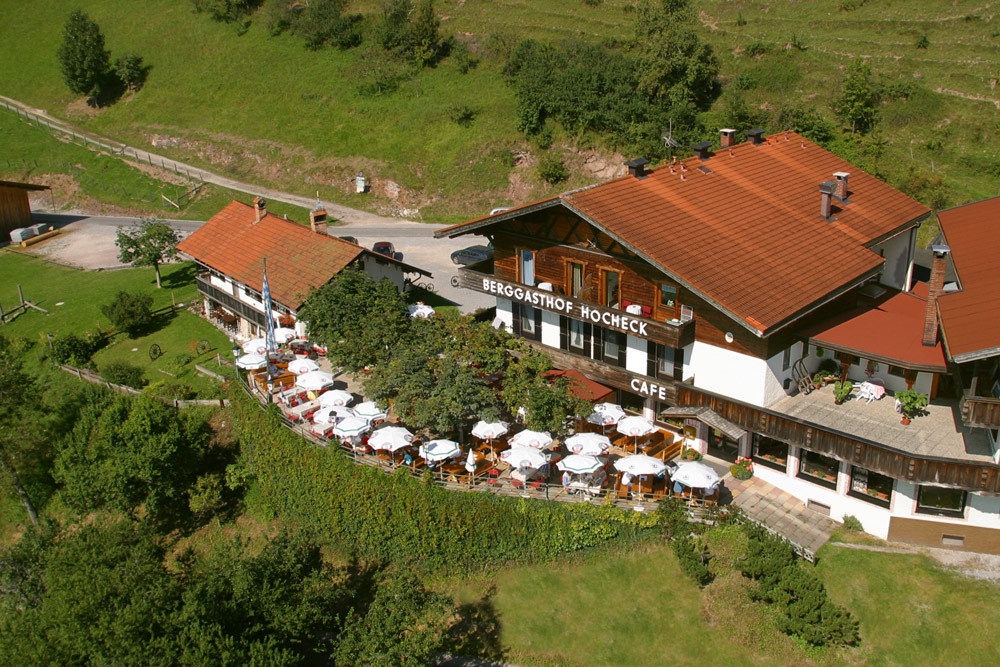 Berggasthof Hocheck Terrasse im Sommer